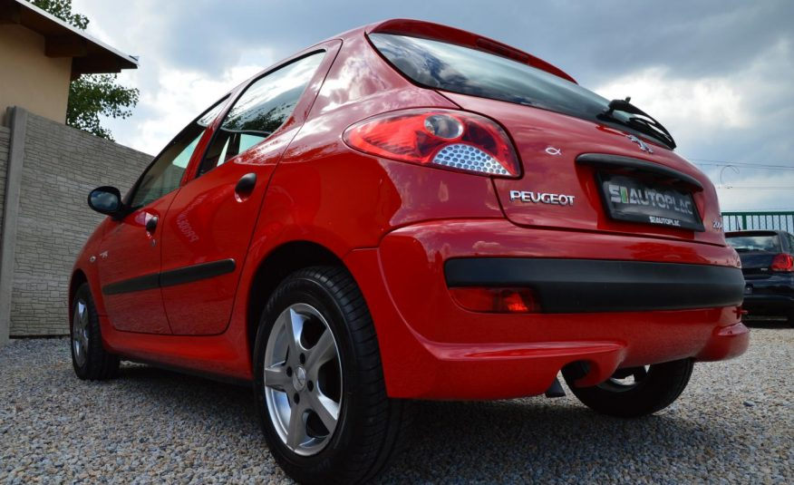 Peugeot 206 + 1.1 i 44KW Junior